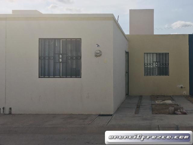En renta casa en Residencial Santa Lucia