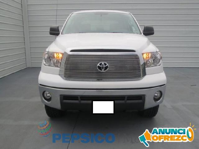 Toyota Tundra 4p SR5 5.7L aut V8 4x4 doble cab 2013
